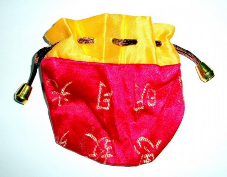 Red and Yellow Chinese Pouch  18561  - £2.50   The Gem Tree ... a549686ac