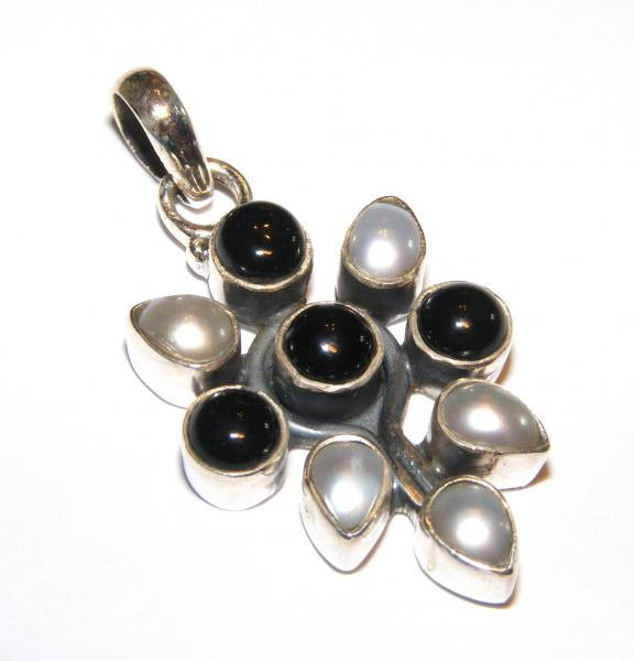 Freshwater Pearl Petal And Black Agate Sts Pendant