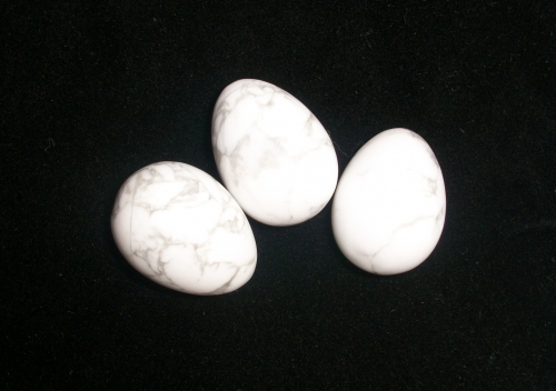 Howlite Gemstone / Crystal Egg