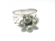 Peridot Cabachon Sterling Silver Ring - size R 1/2